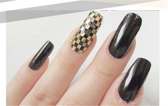 Gold foil plaid nail art tutorial