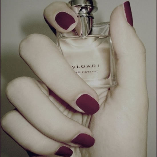 The red solid color manicure is absolutely monotonous if it is a glossy face, but after being replaced with a matte texture, it becomes a low-key luxury, and it will also be white.