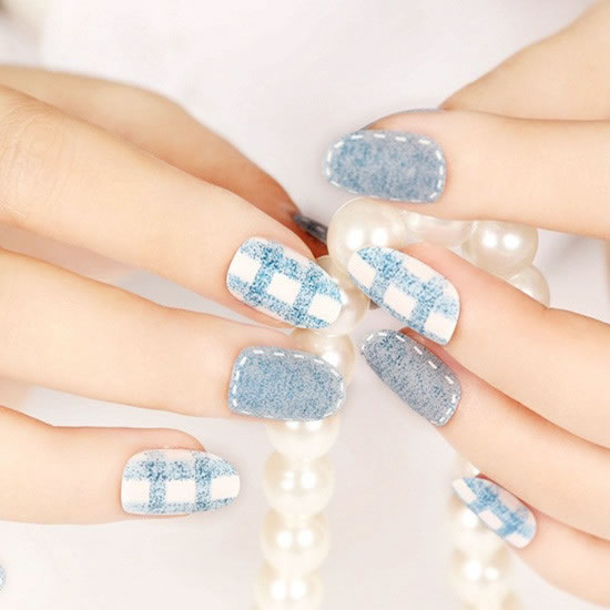 Gray-blue is a very fresh manicure color. After matte, the color is more elegant. The white face is blue with a simple plaid pattern. The gray face is surrounded by white lines. The overall style is very fresh and pleasant.